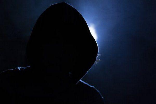 Подросток украл кошелёк, но, найдя внутри информацию о своей жертве, поспешно отправился в полицию