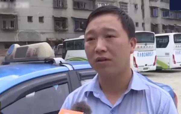 Таксист подобрал пассажирку в плачевном состоянии, убедил, что ей нужно в больницу, и не взял с неё ни копейки!