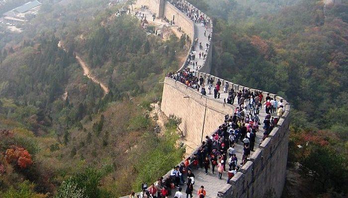 Китайские пограничники будут проверять у иностранных туристов переписку в мессенджерах