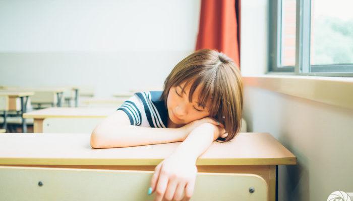 Учитель позволил школьнице выспаться на его уроке. И это сработало