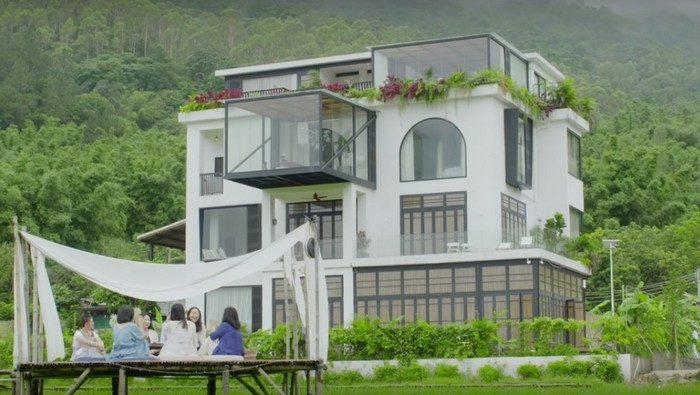(Видео) 7 подруг купили недостроенный особняк и превратили его в дом мечты, чтобы провести старость вместе