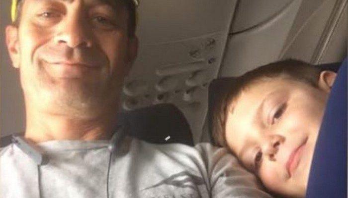 Мама волновалась, когда отправила самолётом 7-летнего сына-аутиста. Но о ребёнке так позаботился сосед по креслу, что впечатлил тысячи людей!