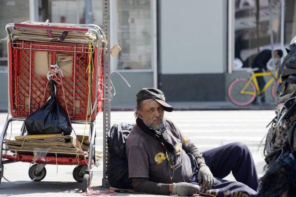 Владельцы пиццерии не могли смотреть, как бездомные ищут еду в мусоре. Потому что они «достойны большего, чем объедки»!