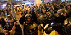 Гонконгская полиция ужесточила подавление протестов. В ход пошли водомёты и бронемашины