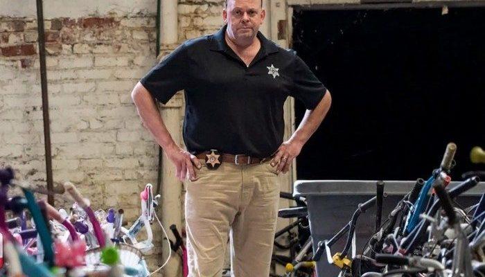 Полицейский собирался на эвтаназию, когда его попросили починить детский велосипед. И это всё изменило