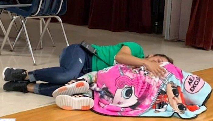 Школьный охранник стала «ангелом-хранителем» для девочки с аутизмом