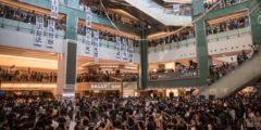 Очередные выходные в Гонконге: столкновения между протестующими и полицией ужесточились