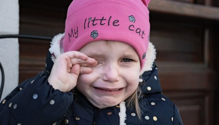 3-летняя девочка возвращалась из детского сада с синяками на лице. Но всё изменилось, когда у неё появился крутой друг!