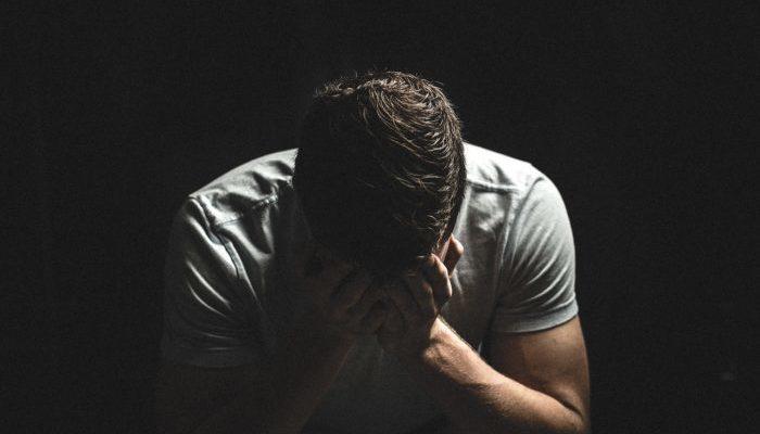(Фото) Папам тоже можно плакать. Недоношенная девочка прожила 17 минут и умерла на руках родителей