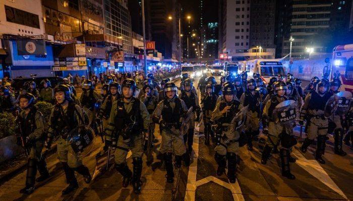 Местные законодатели критикуют правительство Гонконга за террор в городе