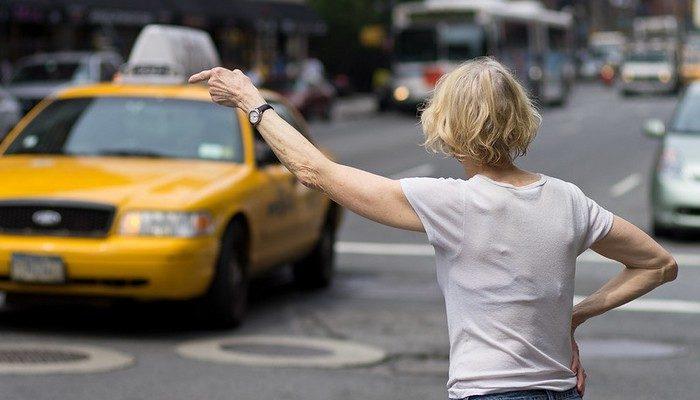 Женщина забыла в такси айфон. Но искать водителя не пришлось