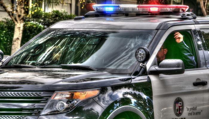 Полицейским пришлось стать няньками в экстремальных условиях: готовить детское питание при свете фонарика и нагревать воду от печки в машине