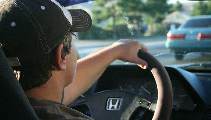 Водитель случайно поцарапал чужой автомобиль. Он хотел заплатить, но ему предложили поступить иначе