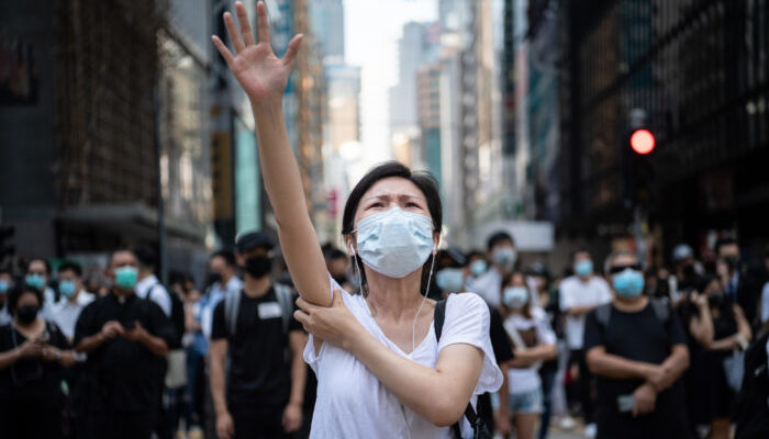 Гонконгцам запретили носить маски на митингах. Но это привело к усилению протестов и озабоченности зарубежных политиков