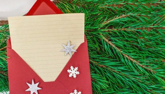 Мама сэкономила на рождественских подарках и вручила детям 12 конвертов. И это отличная идея!