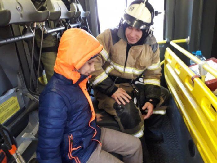 Слепой мальчик названивал в МЧС и желал хорошего дня. Диспетчер не выдержала и отправила к нему пожарную машину