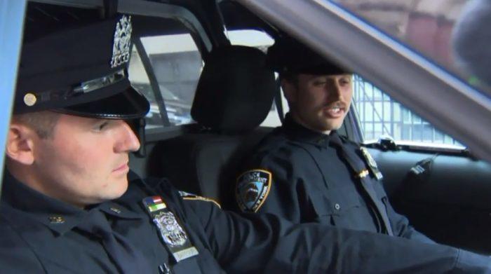 Напарники-полицейские считали себя родственными душами. Но случайный тест ДНК показал, что родственного в них гораздо больше