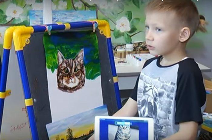 (Видео) 9-летний мальчик рисует картины в обмен на корм и лекарства для животных. 200 человек стоят в очереди к юному художнику