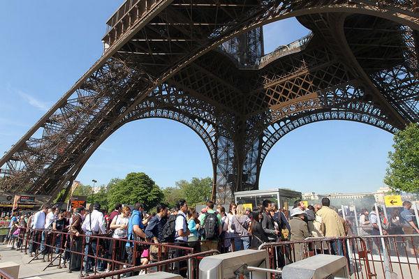 Кто и почему был против строительства Эйфелевой башни?