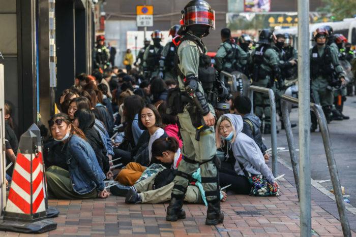 Жёсткие столкновения у Политехнического университета в Гонконге сопровождались многочисленными арестами