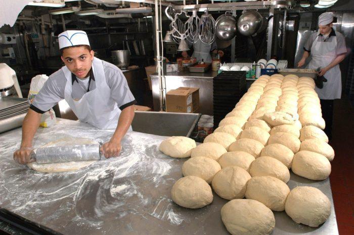 Сотрудник пекарни проехал более 600 км ради забывчивой клиентки. И это явно кандидат в работники года!