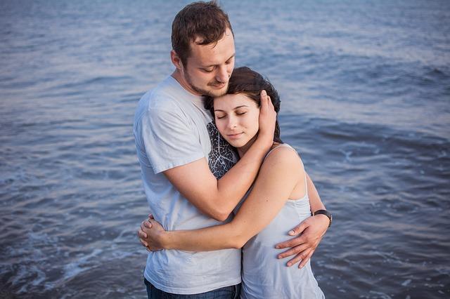 Жена долго ждала от мужа романтических подвигов, как в кино. А потом поняла, что жизнь далека от фантазии сценаристов (и в ней есть свои плюсы)