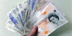Жителям английской деревушки уже 5 лет кто-то подбрасывает деньги. А они несут их в полицию (какие честные)