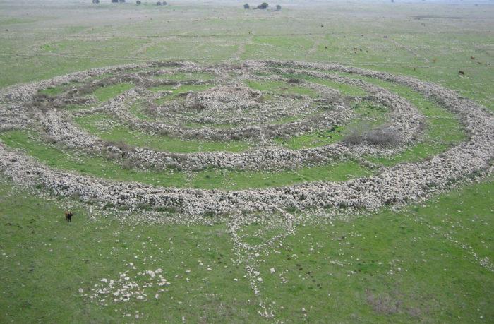 Гильгаль-Рефаим — древний мегалитический памятник на Голанских высотах (ранний бронзовый век, 3000–2700 гг. до н.э.)
