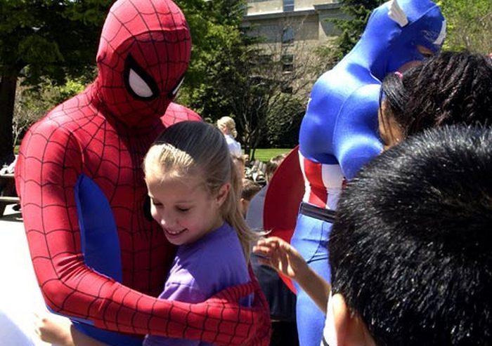 50-летний мужчина стал Человеком-пауком ради жены
