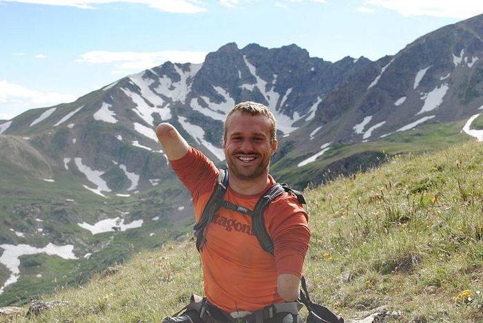 Мужчина без рук и ног покорил Килиманджаро. И это заставляет других людей задуматься о своих возможностях