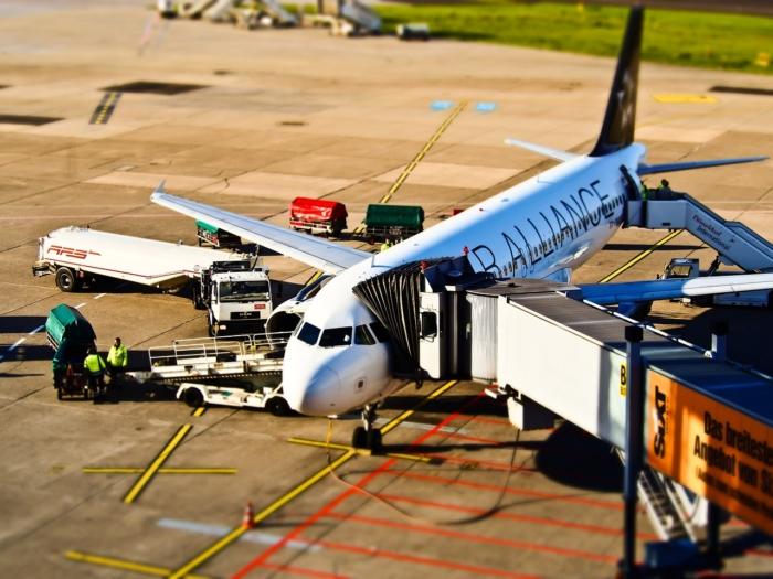 Парень мечтал стать инженером авиации, а оказался на месте уборщика в аэропорту. Но не сдался и нашёл выход