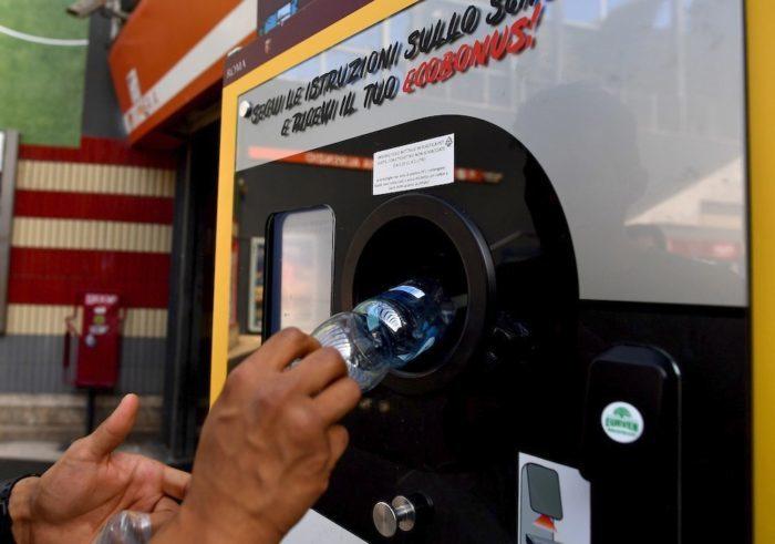 автомат по приёму пластика в метро Рима