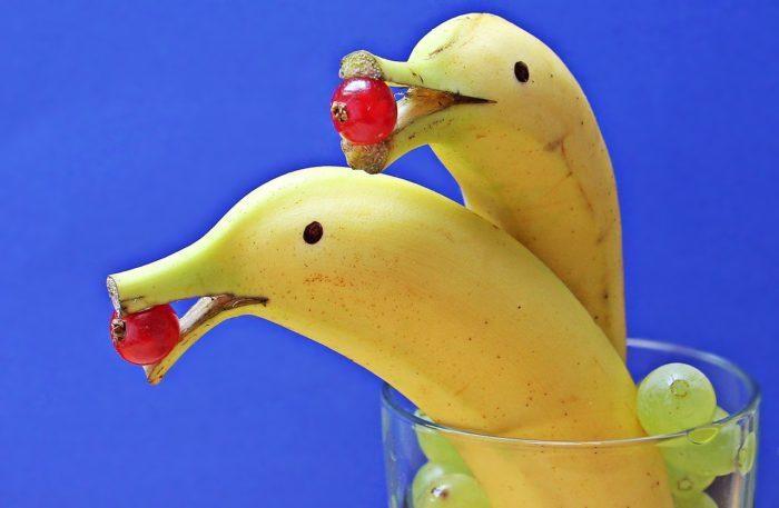 Учительница запретила 6-летнему мальчику приносить в школу бананы, украшенные его мамой. Ведь из-за них столько шума!