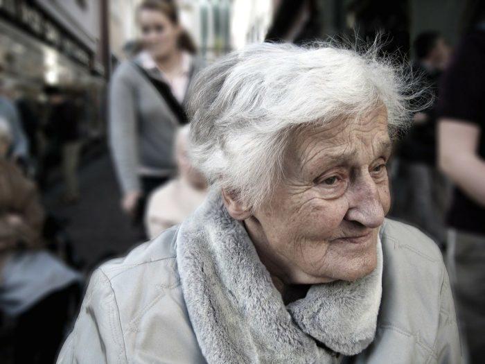 Бабушка чуть не перевела все свои сбережения мошенникам. Но удача была на её стороне!