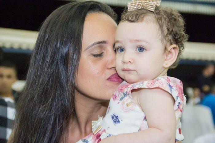 Настоящее чудо: женщина вышла из комы, услышав плач голодной дочери