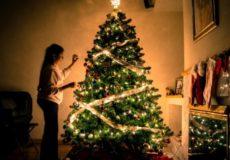 Что делать, чтобы новогодняя ёлка переливалась огнями, а не полыхала огнём? Простые правила, как встретить Новый год без пожара