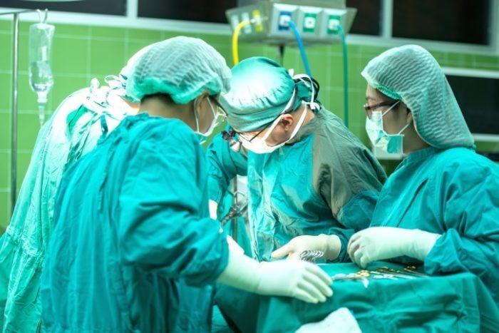 Впервые хирурги Нигерии разделяли сиамских близнецов. Операция длилась 13 часов с участием 78 врачей