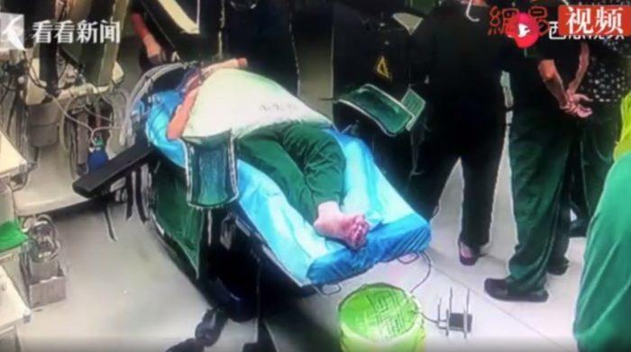 Хирург вколол себе обезболивающее, чтобы провести срочную операцию. А потом операция потребовалась и ему