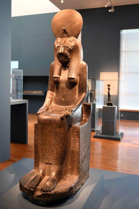 древнеегипетская статуя богини войны Сехмет