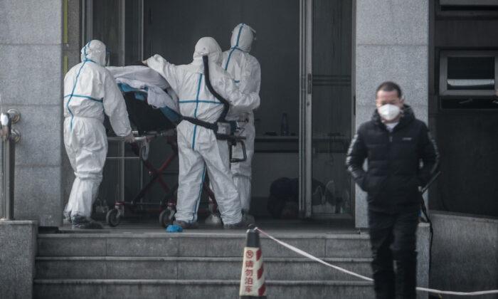 Власти Китая управляют подсчётом подтверждённых случаев нового коронавируса, ограничивая поставку диагностических комплектов больницам