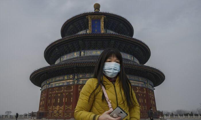 Истинный масштаб вспышки коронавируса в Китае скрывают от жителей. Кризис обостряется