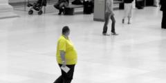Парень весил 191 кг и сломал 3 шезлонга на отдыхе. Тогда слово взяла его бабуля