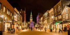 Мужчина нашёл под уличной ёлкой рюкзак с деньгами и подарками. И совершил для незнакомца новогоднее чудо!