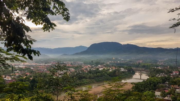 Успешная начальница устала жить ради денег, бросила карьеру и уехала в Лаос. И не прогадала!