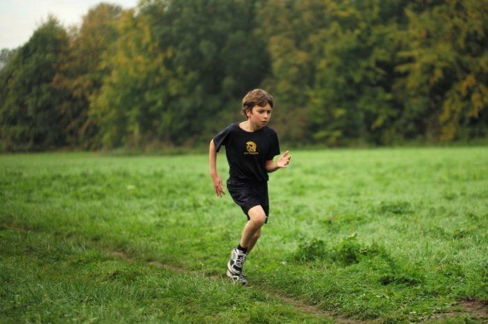 9-летнего мальчика на забеге поддержал папа. Да так, что всем запало в душу!