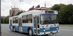 Незнакомец приставал к школьнице в троллейбусе. Девочка стеснялась позвать на помощь, но за дело взялись её подруги