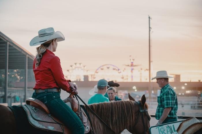 Лошадь удивила хозяйку, когда начала обнюхивать правую сторону головы. Животное чувствовало — что-то не так!