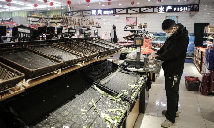 Продукты питания, пожертвованные китайскому городу, где произошла вспышка коронавируса COVID-19, пропадают впустую или крадутся