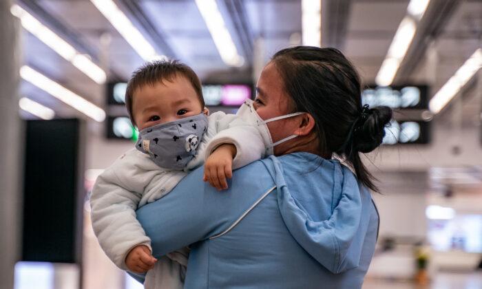 Матери могут передать уханьский коронавирус ещё не родившимся детям, говорят китайские врачи