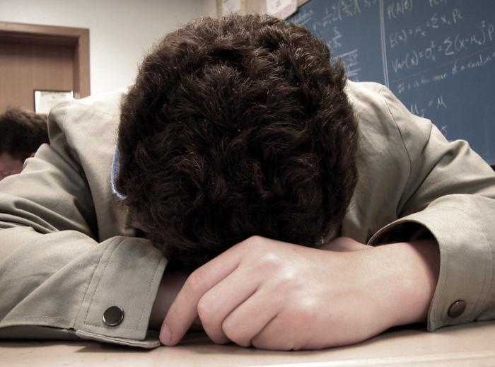 Учитель разрешил ученику вместо теста выспаться на парте. И это не безразличие, а настоящий жизненный урок